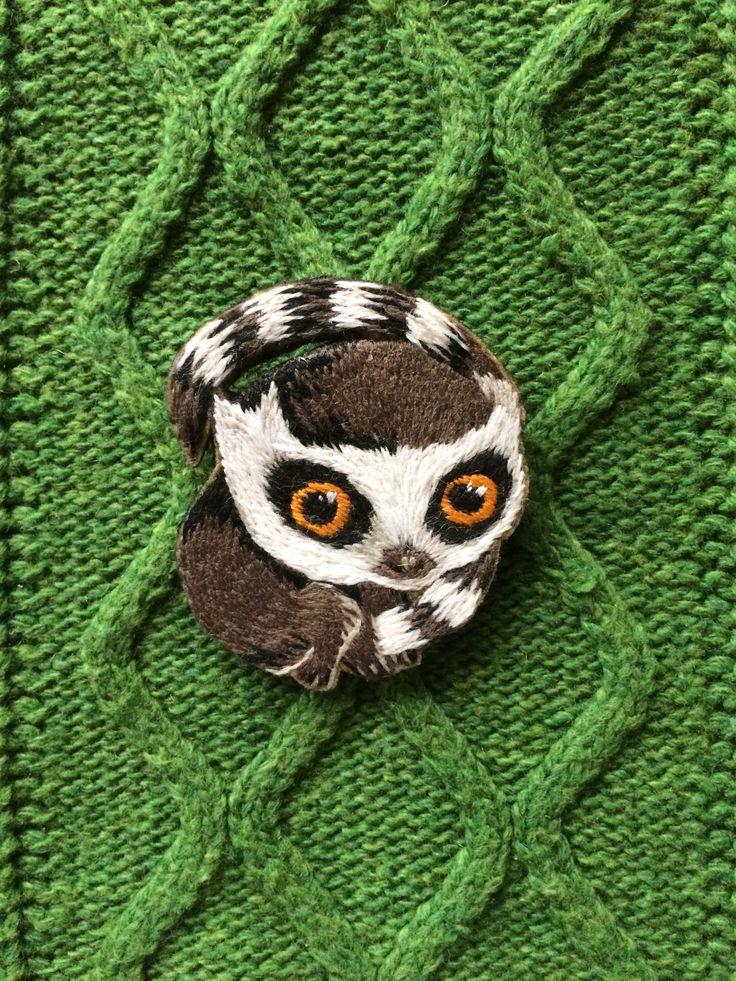 #вышивка #ручнаявышивка #своимируками #ручнаяработа #вышивкагладью #брошь #вышитаяброшь #броши #брошка #брошки #купить #вышитыеукрашения #авторскаяработа #рисунок #сюжет #одежда #стиль #яркость #embroidery #embroideryhandmade #handmade #brooch #embroiderybrooch #broochhandmade #art #lemur #animals #cute #style #животные #лемур #милый #lampaembroidery