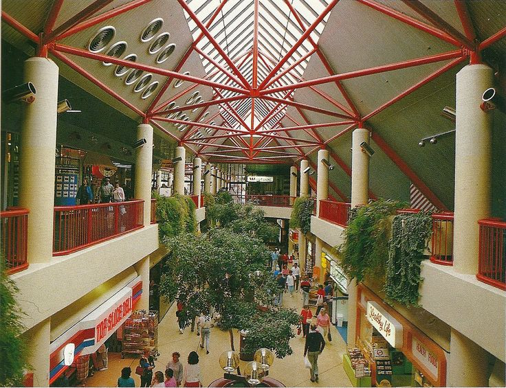https://flic.kr/p/8c7Seo | Westfield Belconnen western mall | 1980s pre-refurbishment.  The food court would later be added on in 1986-88 on your right (and also Franklins - later Dan Murphy.)