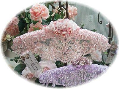 Google Image Result for http://www.roses-and-teacups.com/2009romvic/hangbeadlav.jpg