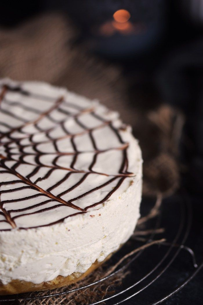 Cheesecake mit Zimt und Spinnennetz: ein Halloween Kuchen