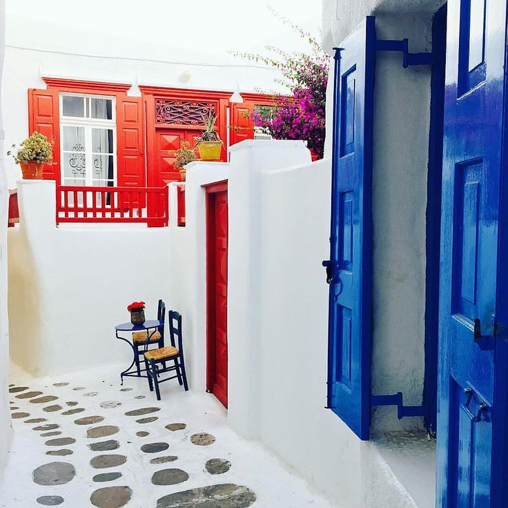 Colourful alley of Mykonos island (Μύκονος)❤️.