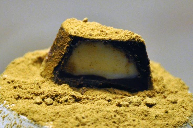 Fyldt chokolade med hvid trøffel og lakridspulver med billede opskrift vist 14446, printet 296. Lækkeri Danmark Slik