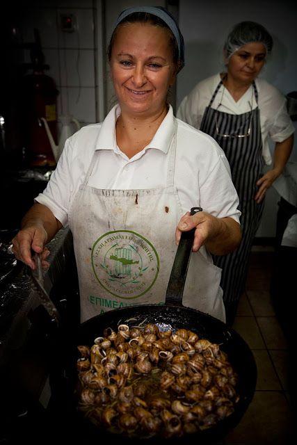 Cretan food: escargots in traditional way