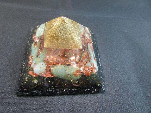 Orgonite piramide Queops - tamanho M