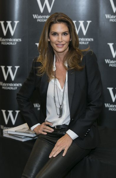 Cindy Crawford Photos - Cindy Crawford Book Signing - Zimbio
