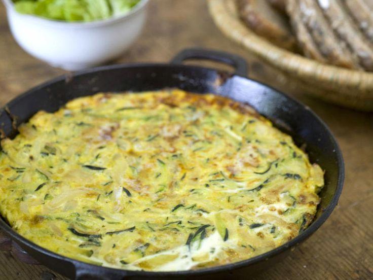 Squash er suveren i paier og quiche. Men vil du lage en enkel og superhurtig rett om sommeren, er imidlertid  spansk omelett, eller frittata, et hett tips. Dette er den saftigste omeletten du noensinne har prøvd!  Kilde: Bergens Tidende Foto: Thor Brødreskift