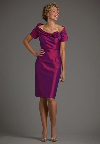 Mom would look awesome in this!  (Not in love with the color though)