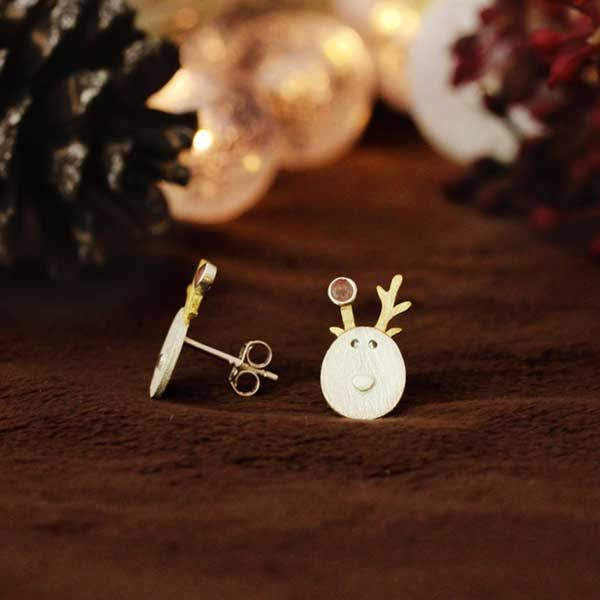 *** Super cute new product alert *** Just arrived our gorgeous sterling silver reindeer stud earrings. These super cute little reindeers are just adorable <3 https://figandwattle.com.au/products/silver-reindeer-earrings  .  .  .  #figandwattle #jewellery #silver #gift #giftideas #wishlist #christmascountdown #christmastree #christmasparty #christmastime #love #santa #secretsanta #jinglebells #love #instachristmas #xmas #elfontheshelf #reindeer #earrings #Rudolph