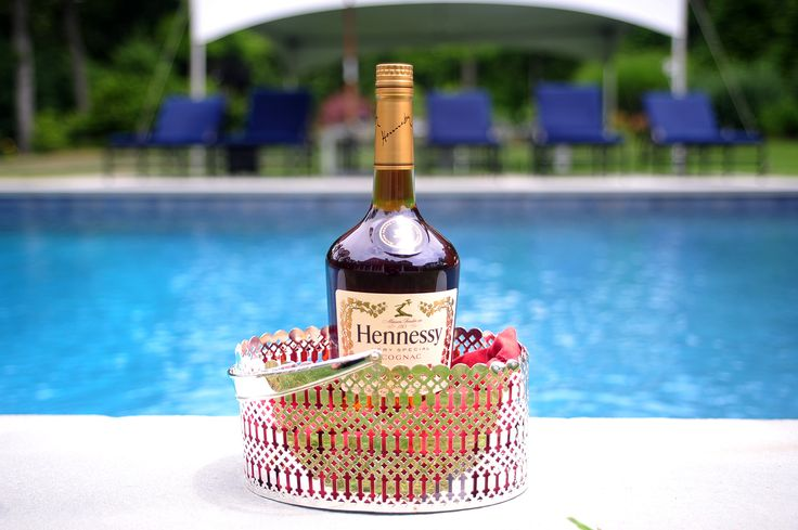 Team Epiphany and Hennessy took over a mansion in the Hamptons and threw a holiday-themed tasting event,