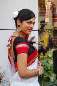Shraddha Das Latest Spicy Pictures In Saree
