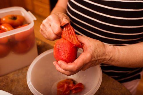 Dicas Para Descascar Alimentos Em Segundos Ovos Tomate Alho E