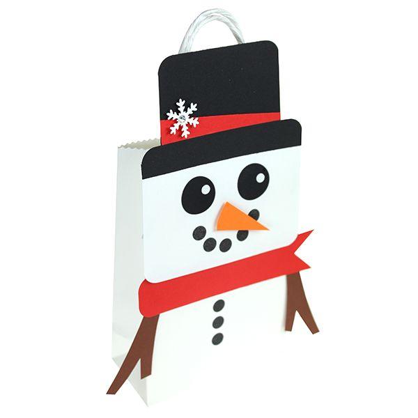 Valkoisista paperikasseista saat koristelemalla vaikka veikeitä lumiukkoja!