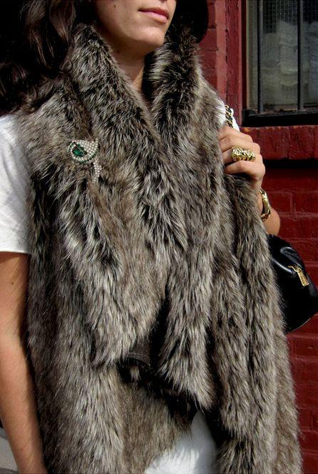 Faux Fur Vest | 34 Impossibly Cozy Fall Fashion DIYs http://psimadethis.com/fashion/faux-fur-vest