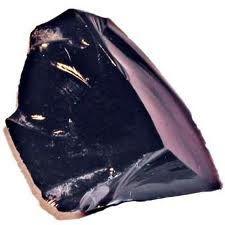 La Obsidiana Usos y Curiosidades - Club Salud Natural La obsidiana o obsidina, vidrio volcánico, no es un mineral, es un mineraloide porque su composición química no está bien definida aunque es rica en silicio, se forma al salir rápidamente, con mucha…