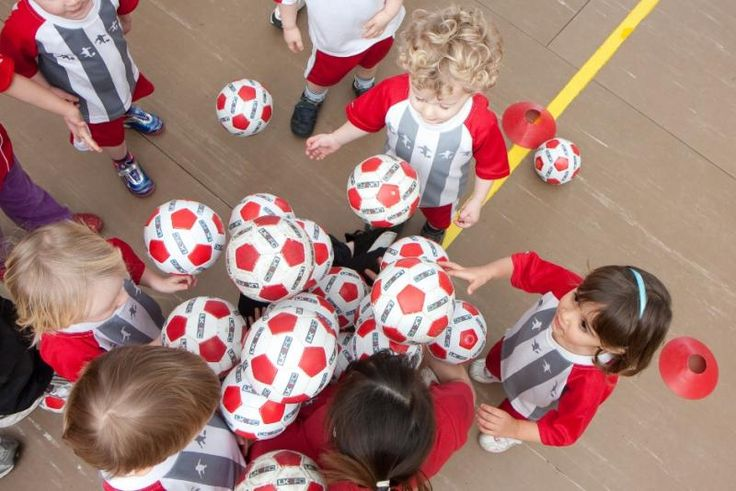Tim Jardine, franchise owner of Little Kickers children's football classes, explains how Little Kickers football classes work and explains how they combine developing skills with fun! http://www.kidstree.co.uk/article/what-can-you-expect-from-a-little-kickers-class/