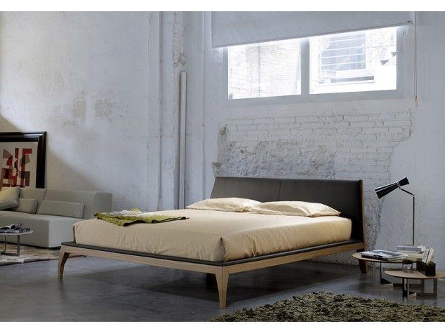 Bel Bed La cama Bel es un trabajo de ebanistería, casi escultórico.