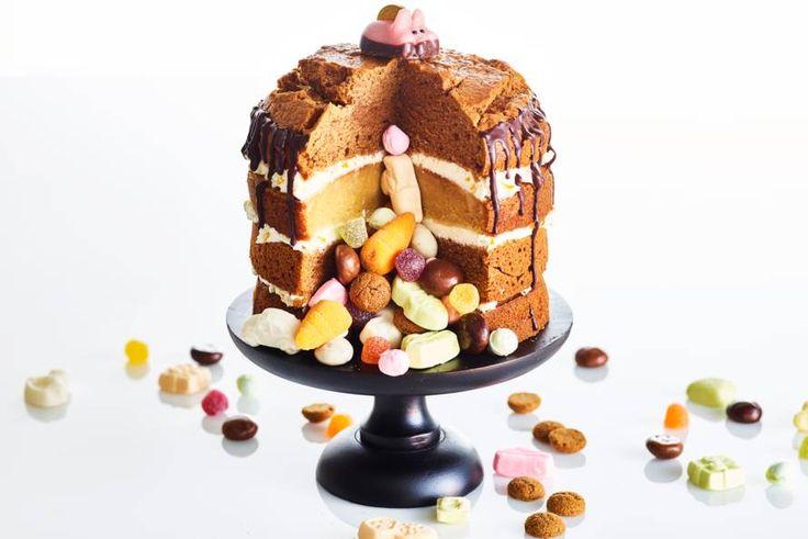 Oh, kom er eens kijken ... pepernoten, schuimpjes, chocolade: de perfecte taart voor pakjesavond! - Recept - Allerhande