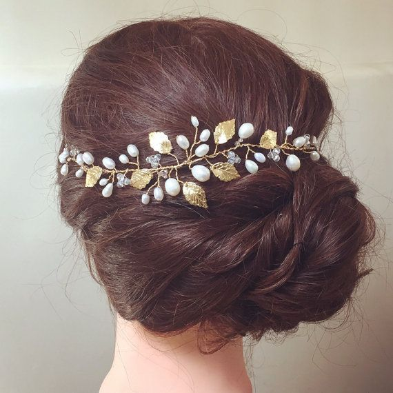 This beautiful hairpiece is pinned to the back of the hair, over a bun or on a half-up hairstyle. It has been handmade using freshwater pearls,