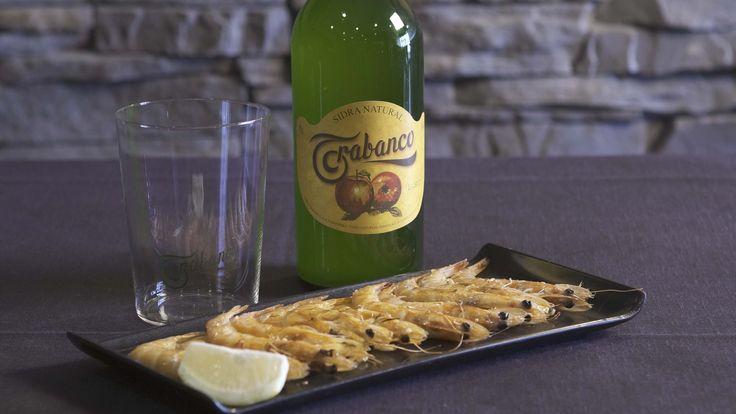 Botella de sidra y 12 de langostinos plancha 5 euros.