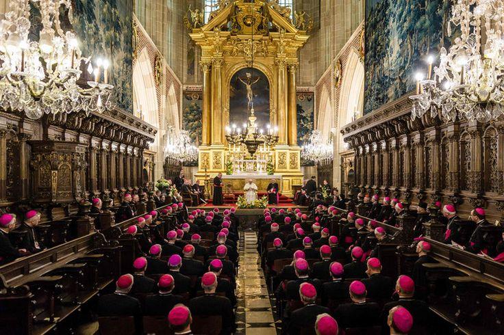 papiez z biskupami w Katedrze Wawelskiej