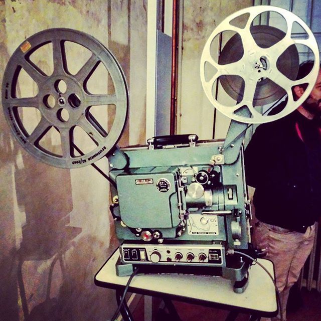 Il fascino immortale della pellicola e del rumore del proiettore ❤ Bellissimo #workshop organizzato da #homemovies #archivionazionaledelfilmdifamiglia #16mm #8mm #super8 #archivioaperto2016 #bologna #cinema #movie #film #filmlover #cinemalovers #ita_details #italian_places #color #colorful_shots #istitutoparri #projection #italy #whatitalyis #igersitalia #bolognacultura