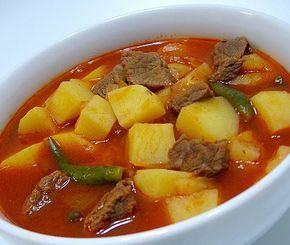 Etli Patates Yemek Tarifi   Malzemeler  - 250 gram kuşbaşı et - 2 adet kuru soğan - 2 yemek kaşığı sıvı yağ - 5 adet patates - 1 yemek kaşığı domates sal