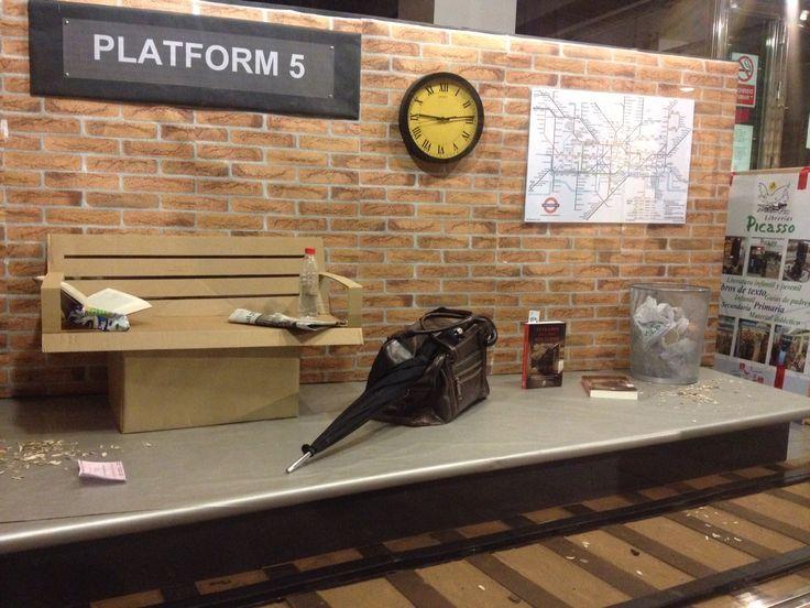 Espectacular escaparate en la librer a picasso de granada para extra os en el tren nocturno - Libreria picaso granada ...