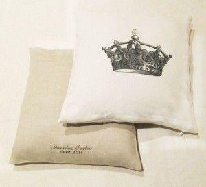 Подушка (pillow) лен, корона, инициализация. Заказать на http://friend-brand.ru/