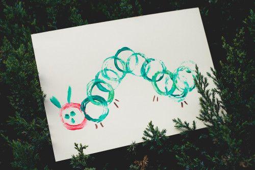La chenille qui fait des trous #DIY http://lesptitsmotsdits.com/diy-chenille-qui-fait-des-trous/