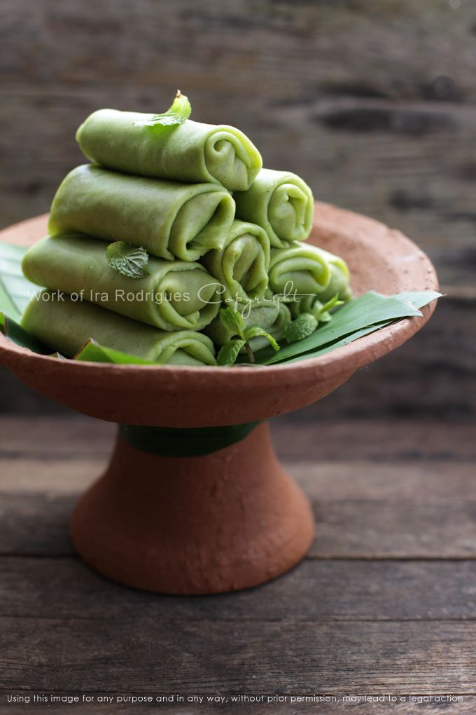 Coconut pancake rolls (Dadar gulung)