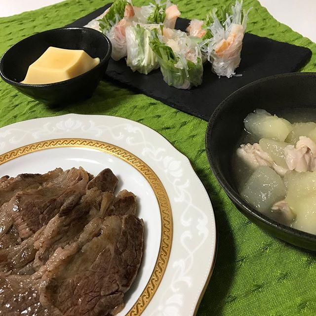 #今日のご飯 #肉#冬瓜の煮物#生春巻き#たまごどうふ やっぱ肉は美味しいね。インスタバエを狙って生春巻き作ってみたけどくっちゃくちゃ。写真の撮り方もどうやったら綺麗になるかわからせん。