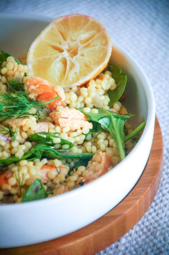 Warme couscoussalade met zalm, dille en spinazie (mss kort gebakken groene aspergepunten erbij?)