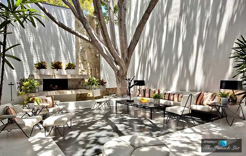 Ellen DeGeneres' backyard--love the shadow play on the walls and ground...
