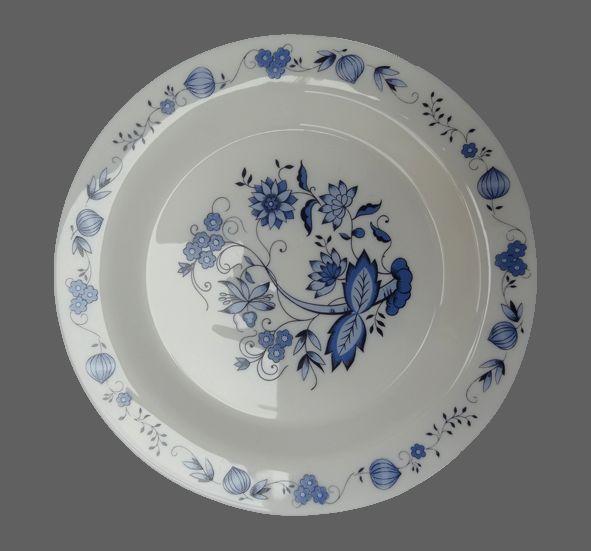 Vintage ... Les assiettes ARCOPAL à fleurs bleues
