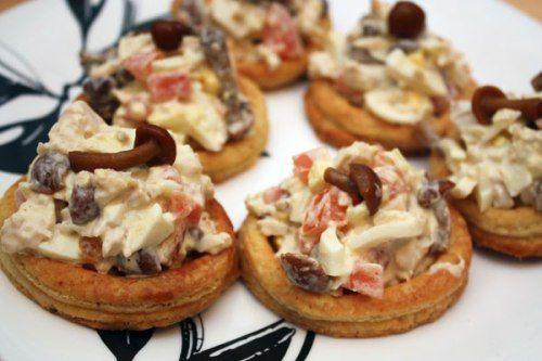 Тарталетки с куриным салатом