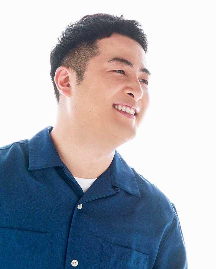 水田信二 みずた しんじ 1980年生まれ 愛媛県出身 ボケ担当 芸人になる前はプロの料理人として働いており 番組等でたびたびその腕前を披露している 撮影 馬場道浩 スタイリング 神山トモヒロ ヘア メイク 大島