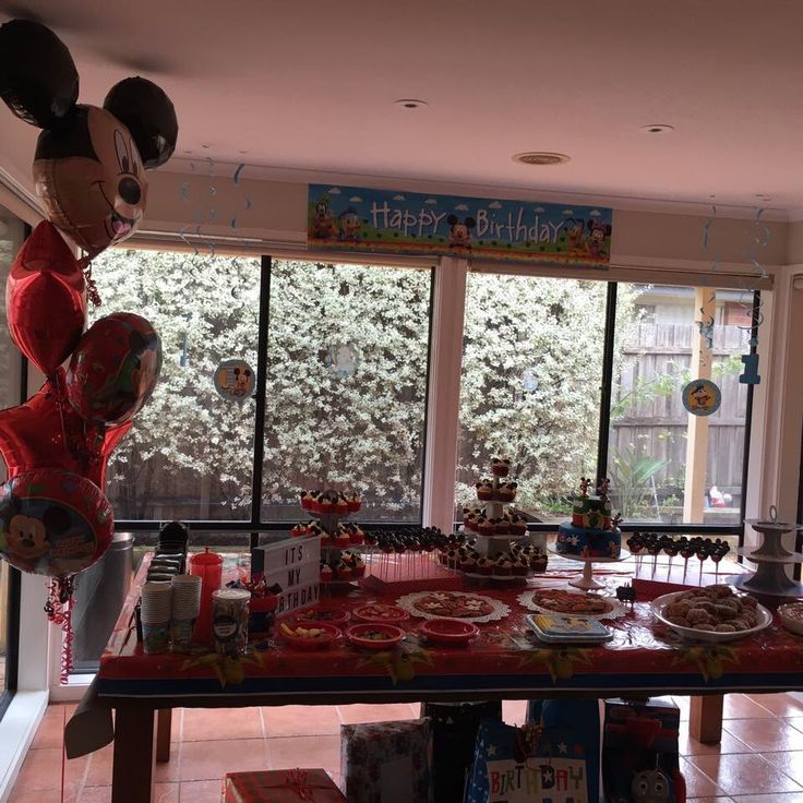 Mickey Mouse birthday cake table