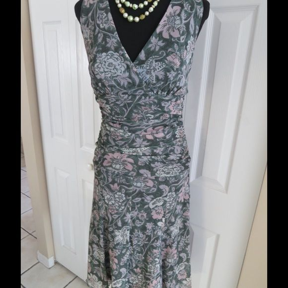 Karen Kane Dress Gently used Karen Kane dress! Beautiful! In excellent condition! Karen Kane Dresses