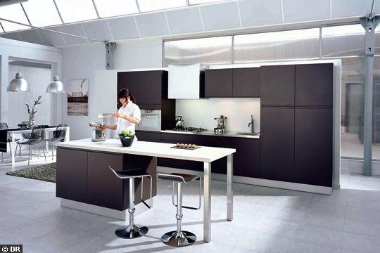 cuisine pure sans poign es avec portes en panneau mdf laqu une cuisine petit prix avec un. Black Bedroom Furniture Sets. Home Design Ideas