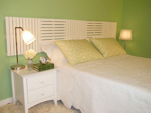 cabeceira-cama-box-usando-deques-de-madeira-pintados-de-branco.jpg (500×374)