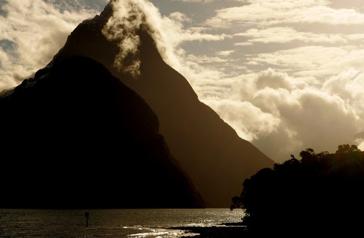 New Zealand mountains - Guest post from the Grim Lab - http://www.fourjandals.com/world/guest-post-photo-essay-from-chris-at-the-grim-lab/: Labs Photography, Photos Essay