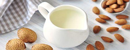 Mandulatej - 1 liter elkészitéséhez a hozzávalók:      1 csésze (2,5dl) mandula héjával együtt     4 csésze víz                                                    1,5 teáskanál kék agave szirup vagy nyers méz vagy akár 2-3 szem mag nélküli datolya