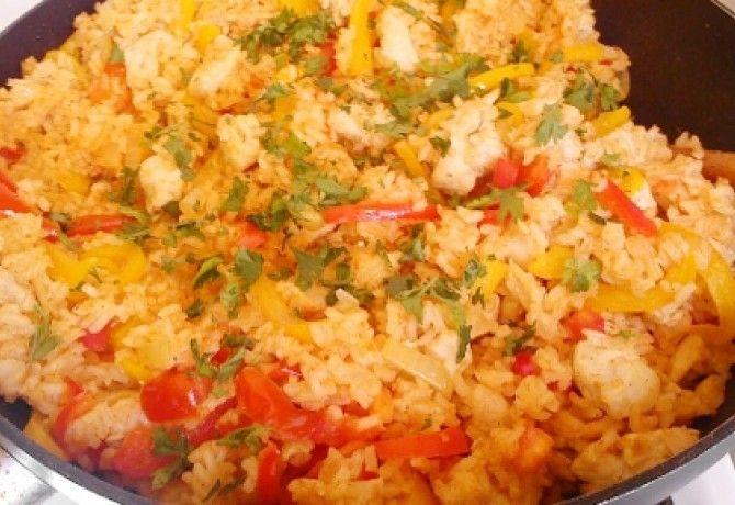 Serpenyős rizses csirke recept képpel. Hozzávalók és az elkészítés részletes leírása. A serpenyős rizses csirke elkészítési ideje: 50 perc