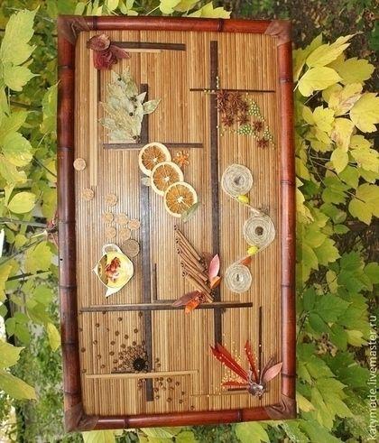 Купить или заказать Ароматное панно для  кухни в интернет-магазине на Ярмарке Мастеров. Интерьерное декоративное панно из природных материалов для кухонного или дачного интерьера. Рама - половинки бамбука интересного терракотового цвета. Основа - бамбуковое полотно из реечек. Оформление - корица, засушенные дольки апельсина, гвоздика, бадьян или анис звездчатый, горох, чечевица, лавровый лист, душистый перец, сухоцветы, пробка, эхинацея, пенька, перламутр, зерна кофе, натуральная кожа...