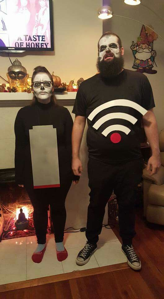 Dead battery and no wifi scary couples costume for halloween