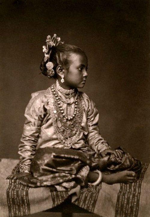neela-akash:    A portrait of a young Tamil girl -Eliza Ruhamah Scidmoreca. 1907