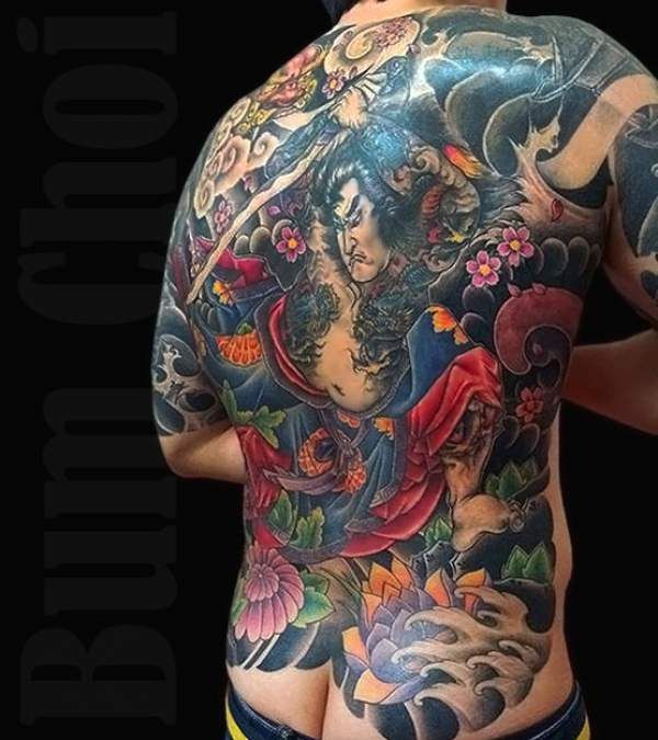 les 25 meilleures id es de la cat gorie tatouages dos complet sur pinterest ange tatouage au. Black Bedroom Furniture Sets. Home Design Ideas