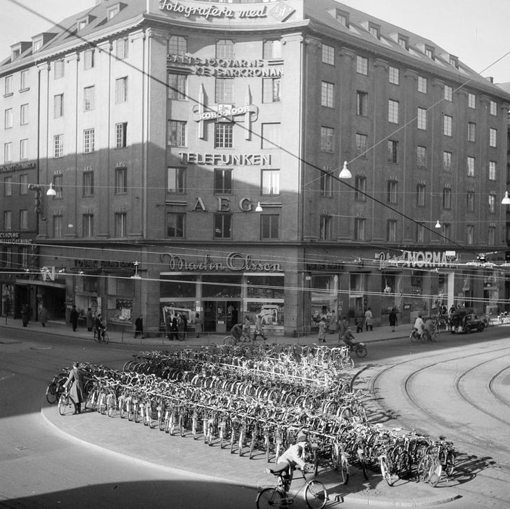 Cykelparkering på Kungsgatan vid hörnet Sveavägen