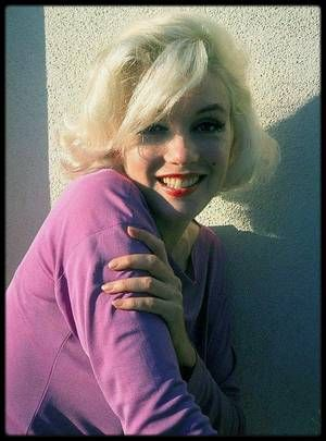 Juin-Juillet 1962 / Beautiful Marilyn by George BARRIS.