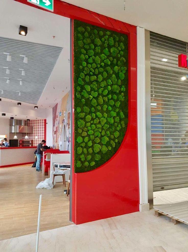 Mech na ścianie, witryna Dagrasso w nowo otwartym centrum handlowy w Poznaniu